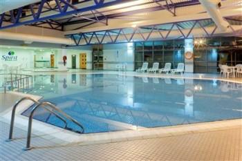 Crowne Plaza Heathrow pool