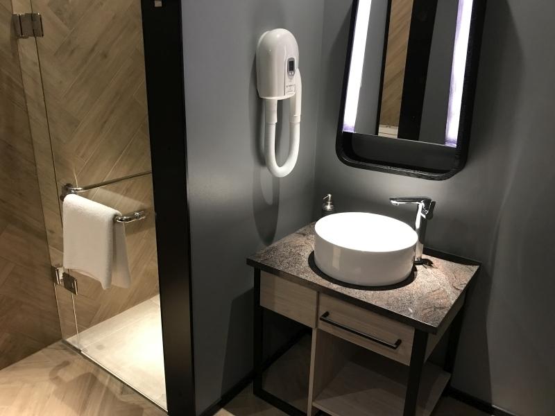 Plaza Premium lounge Heathrow Terminal 4 arrivals review