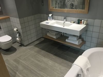Hilton Bournemouth suite bathroom review