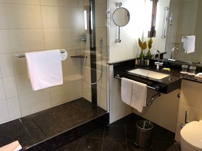 Berlin Marriott review bathroom