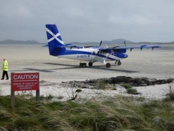 Loganair flight landing on beach at Barra