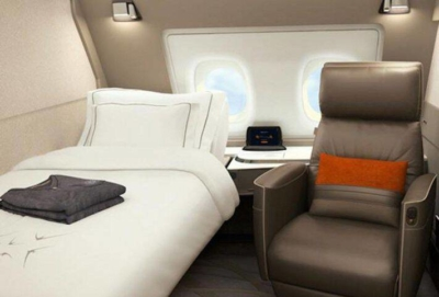 How can you earn Singapore Airlines KrisFlyer miles from UK credit cards?