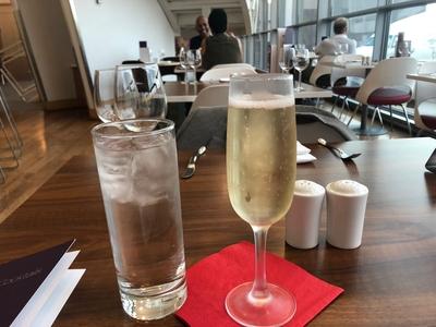 Review Virgin Atlantic Clubhouse lounge Washington Dulles Airport