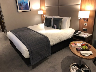 crowne plaza heathrow t4 bed