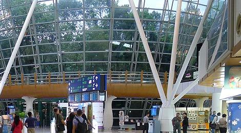 Review Malaysia Airlines Golden Lounge satellite terminal Kuala Lumpur