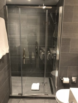 Crowne Plaza Manchester Oxford Road shower review