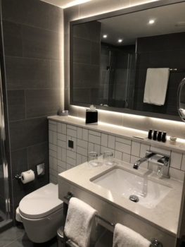 Crowne Plaza Manchester Oxford Road bathroom review