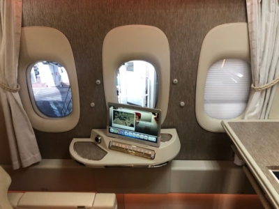 Review Emirates First Class Suite Boeing 777-300ER London Stansted to Dubai