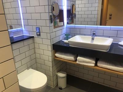 Holiday Inn London Heathrow Bath Road review