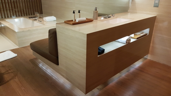 Review The Wing First Class lounge Hong Kong Airport
