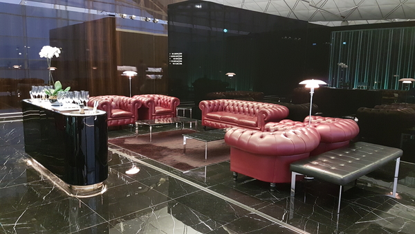 The WIng First Class lounge champagne bar review