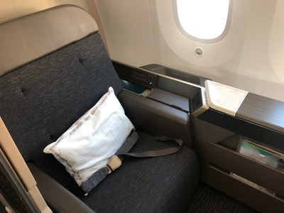 Review Oman Air First Class Suite Boeing 787-9 London to Muscat
