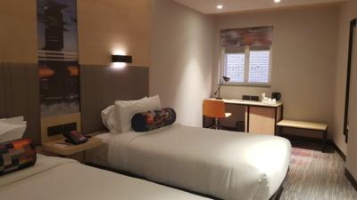 Aloft Madrid Gran Via Room window