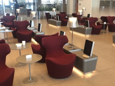 Review Qatar AIrways business class lounge al mourjan doha hamad airport