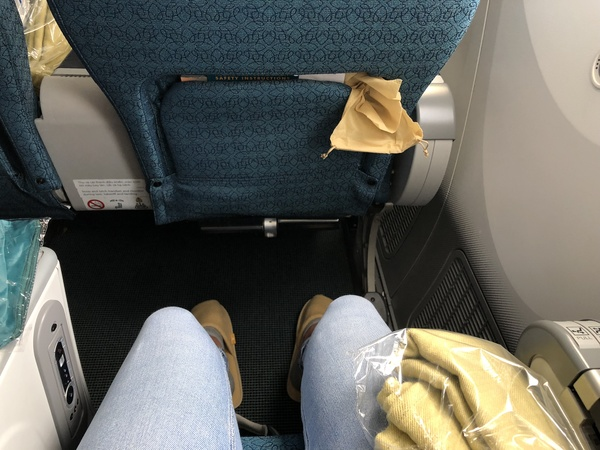 Vietnam Airlines premium economy leg room
