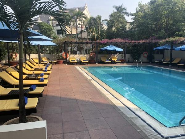 Hilton Hanoi Opera pool