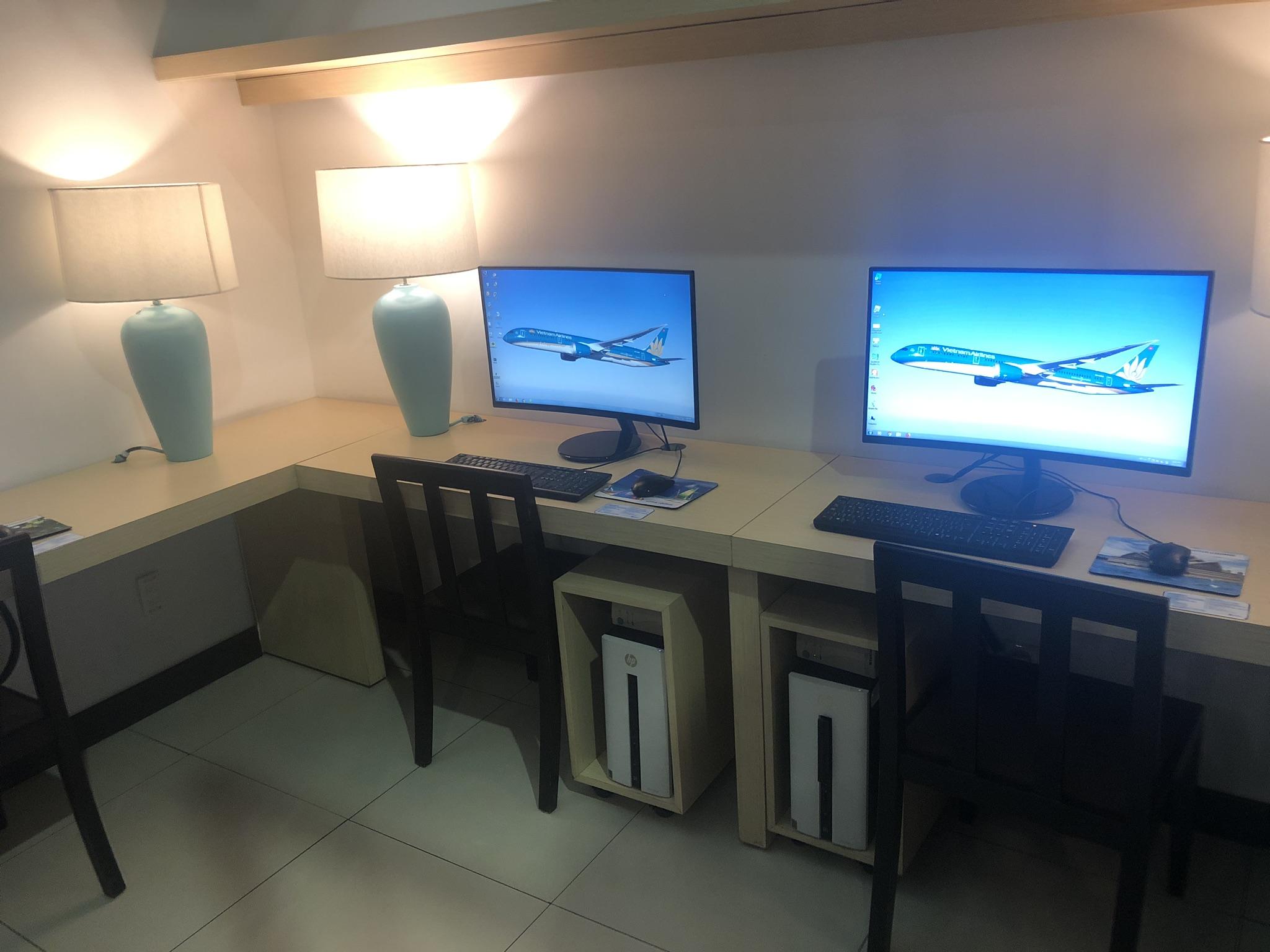 Vietnam Airlines Lotus Lounge business centre