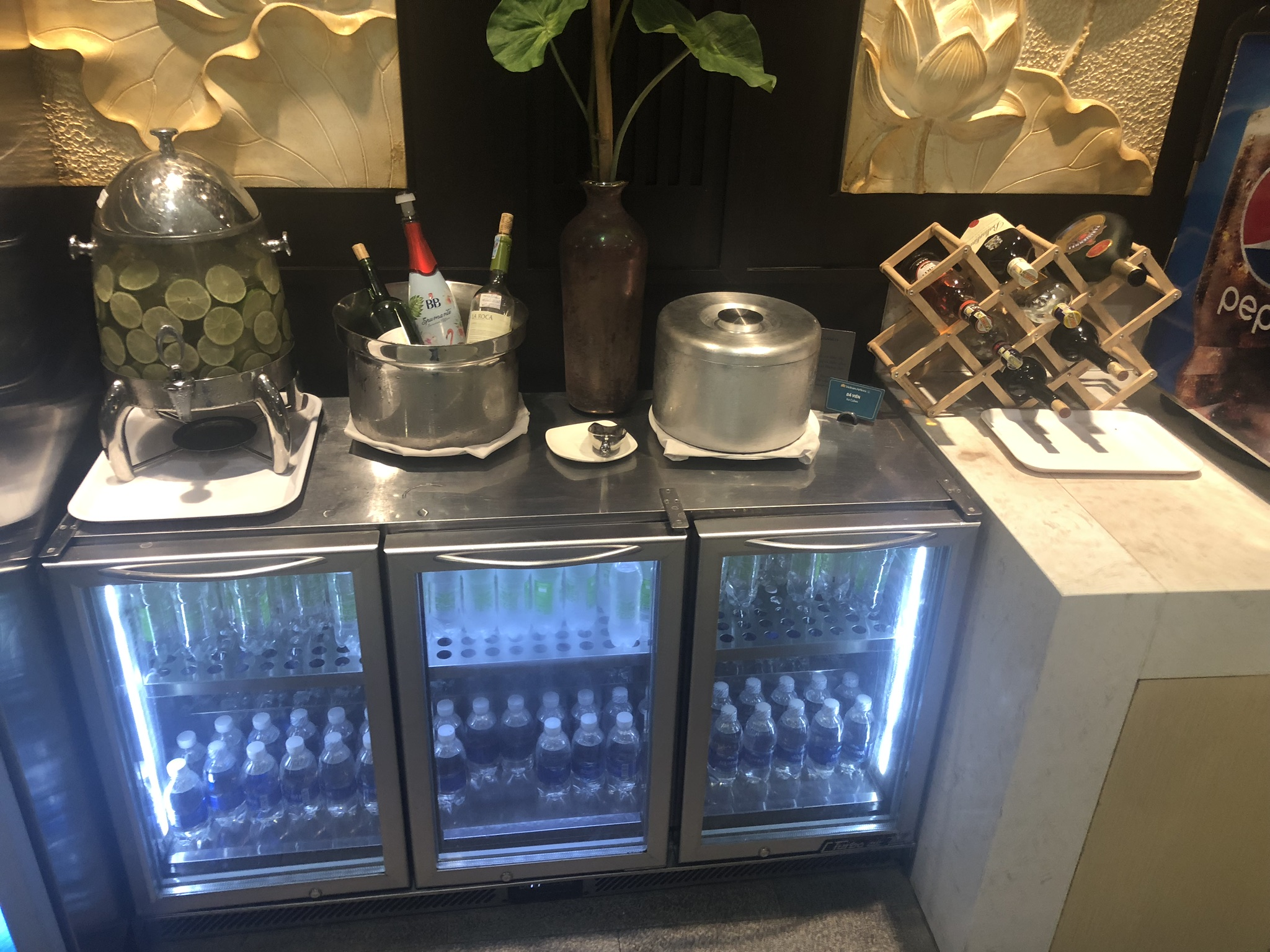 Vietnam Airlines Lotus Lounge drinks