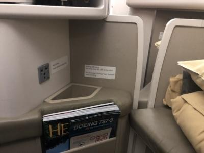 Vietnam Airlines business class plug