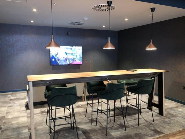 Lomond Lounge Glasgow Airport TV area review
