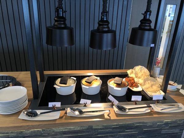 Lomond Lounge Glasgow Airport hot buffet