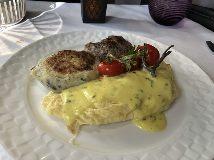 Qatar Airways qsuite business class breakfast review