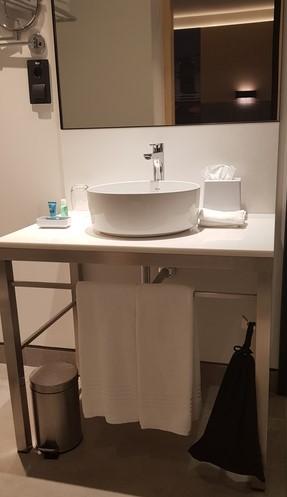 Aloft Gran Via Bathroom sink