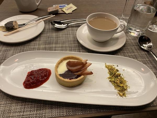 British Airways lounge Washington Dulles dessert