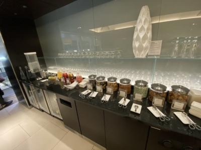 British Airways lounge Washington Dulles snacks