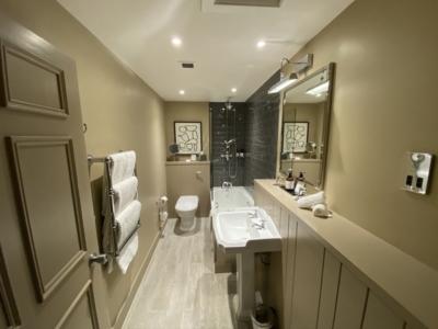 Kimpton Charlotte Square bathroom