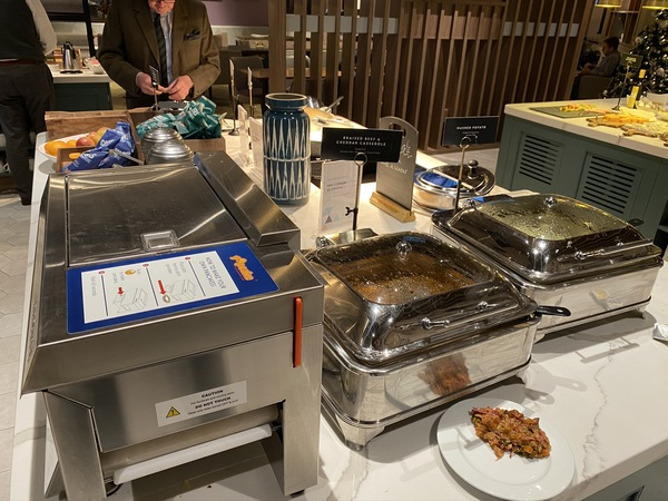 new Aspire Lounge EDI hot buffet