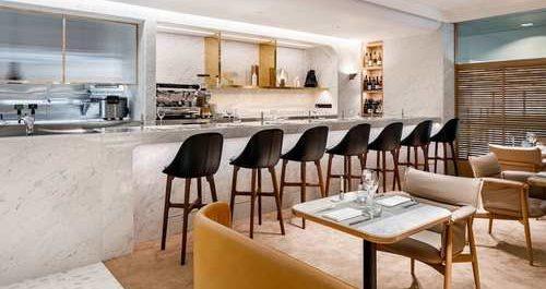 Qantas First Class lounge Singapore bar