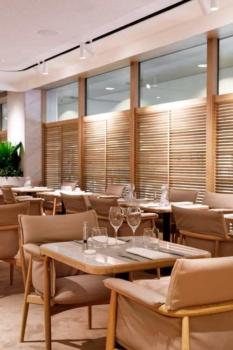 Qantas First Class lounge Singapore dining