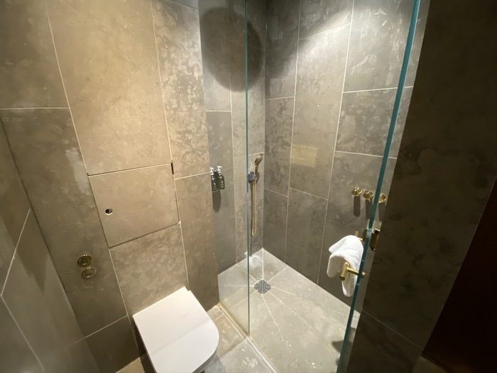 Cathay Pacific lounge Heathrow shower