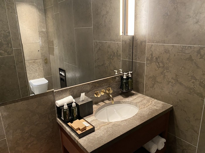 Cathay Pacific lounge Heathrow shower suite