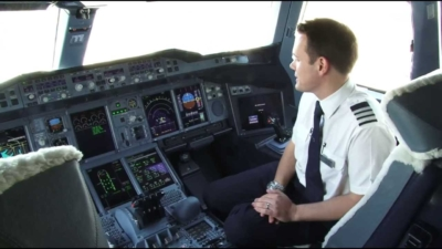 British Airways pilots agree pay cuts to save jobs