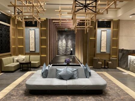 Plaza Premium lounge Heathrow T2 atrium and barJPEG