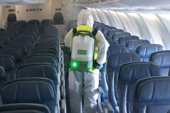 Electrosatic aircraft cleaning outfit