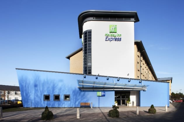 Cheap airport parking Holiday Inn Express Glasgow Airport