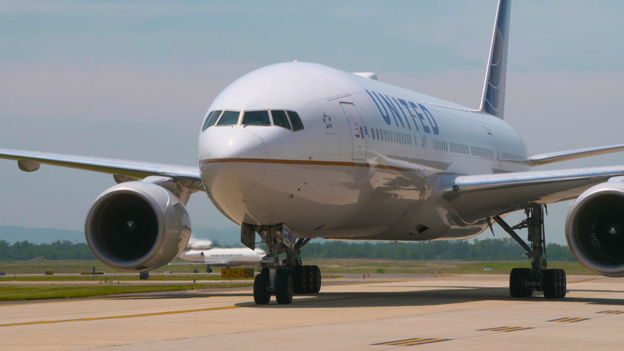 How can you earn United Airlines miles from UK credit cards?
