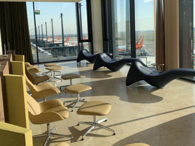 Berlin-Brandenburg Airport Templehof lounge seating