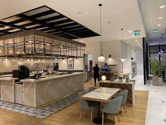 Courtyard Marriott Luton Airport bar