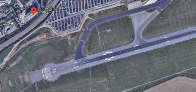 Courtyard Marriott Luton Airport runway