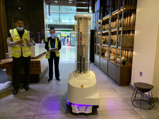 Heathrow UV robot