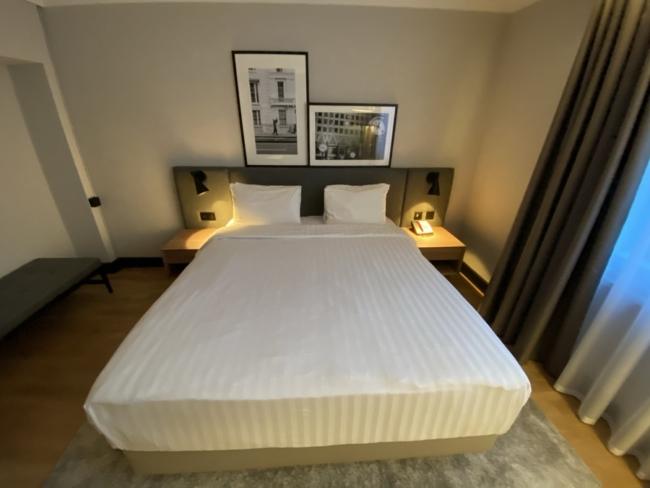 Radisson Heathrow Hotel bed