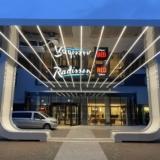 Radisson Heathrow Hotel entrance (2)