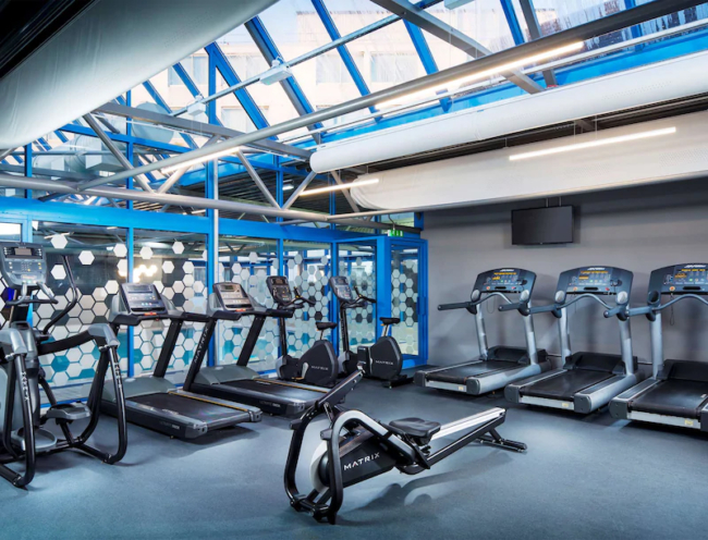 Radisson Hotel Heathrow gym
