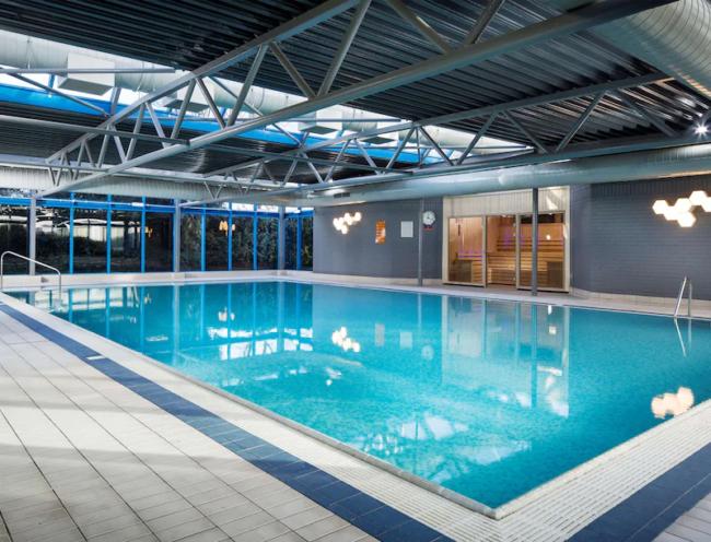 Radisson Hotel Heathrow pool