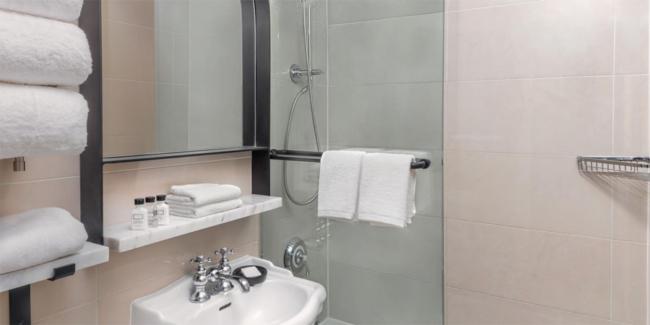 voco The Franlkin New York bathroom