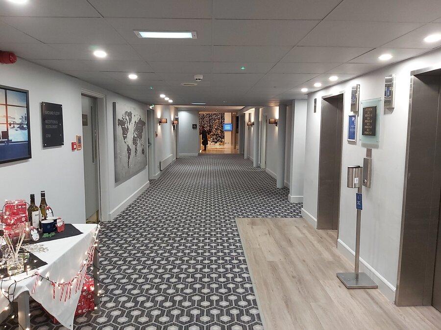 DoubleTree Manchester Airport corridor